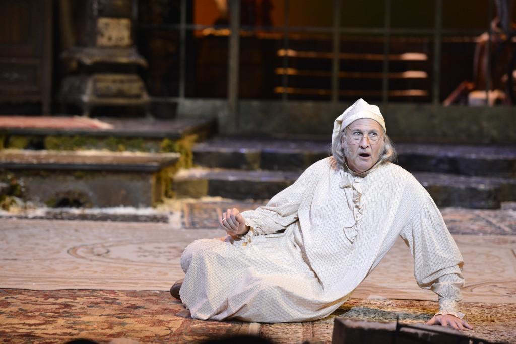 De Vries as Scrooge.